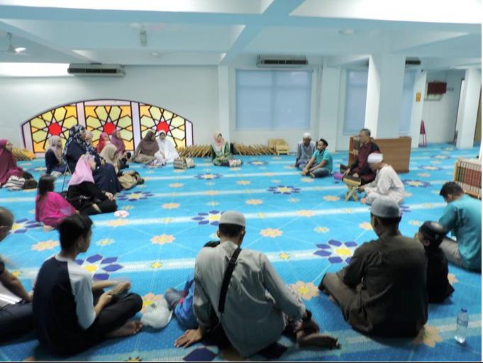 <b>Program Iftar dan Tahlil CAKNe 2016</b><br> <ul>  <li>Bertempat di Masjid Al Ghufran, Pinggir Taman Tun Dr Ismail, Damansara pada 18 Jun 2016, program di hadiri oleh beberapa bekas pesakit kanak-kanak CAKNe dan ibu bapa warga mereka;</li>  <li>Selain dihidangkan dengan santapan berbuka puasa, moreh dan sahur yang menyelerakan; tajaan pihak mesjid, peseta juga mendapat santapan rohani berupa tazkirah khas sebelum solat Asar dan selepas solat Subuh pada hari berkenaan;</li>  <li>Bagi peserta yang mengikuti Qiyamulail, penginapan hotel dalam masjid adalah disediakan.</li> </ul>